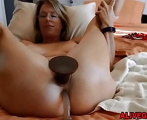 Sensual blond Mummy Justy with big gaping pussy lips loves DP